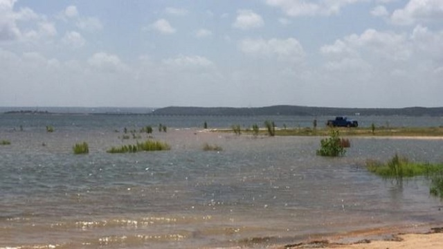 Man dies after cliff jumping into Texas lake