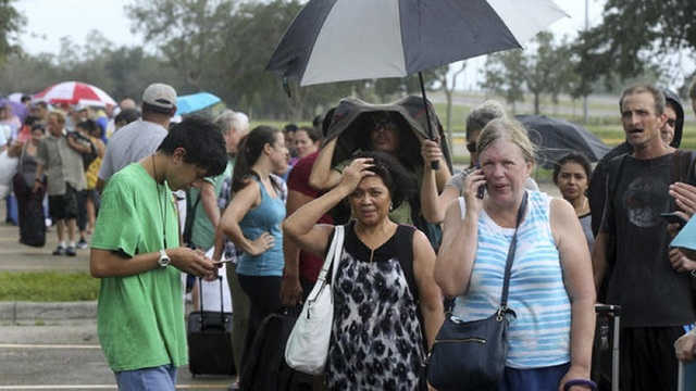 Hurricane Irma: Thousands stuck in lines outside crowded Florida shelters