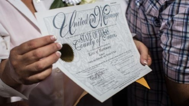 Houston looks to Supreme Court to resolve same-sex marriage benefits fight