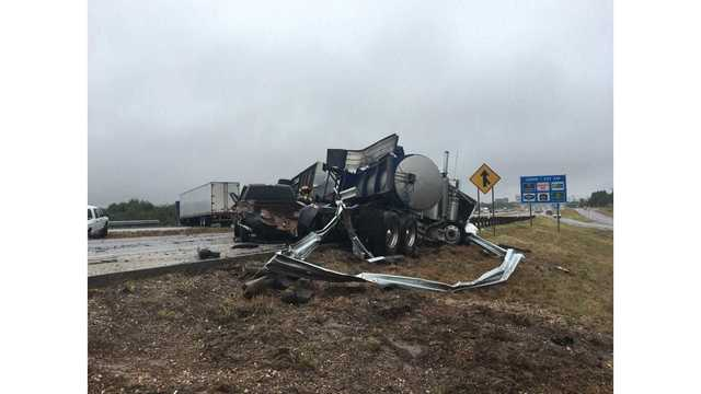 Wet roads cause multiple crashes on I-20 in Sweetwater