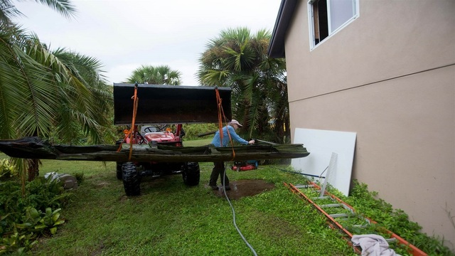 Canoe tossed ashore by Hurricane Irma may date back to 17th century