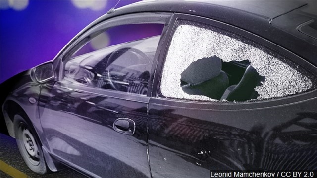 Sweetwater police searching for suspect responsible for smashing vehicle windows