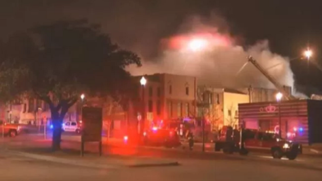 4-alarm fire rips through Denton's historic downtown square