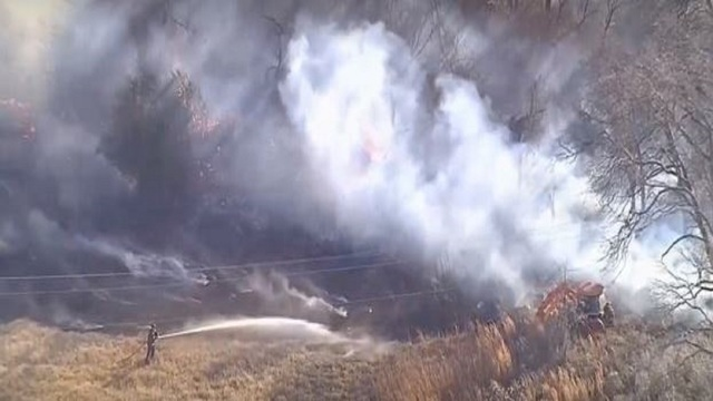 Large grass fire threatens home forces evacuations in north Texas