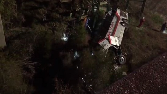 Driver killed when bus carrying Texas students plunges into Alabama ravine