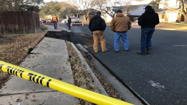 Cave collapse caused 20-foot-deep sinkhole in central Texas