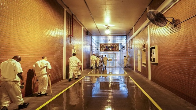 Judge approves settlement mandating air conditioning at hot Texas prison